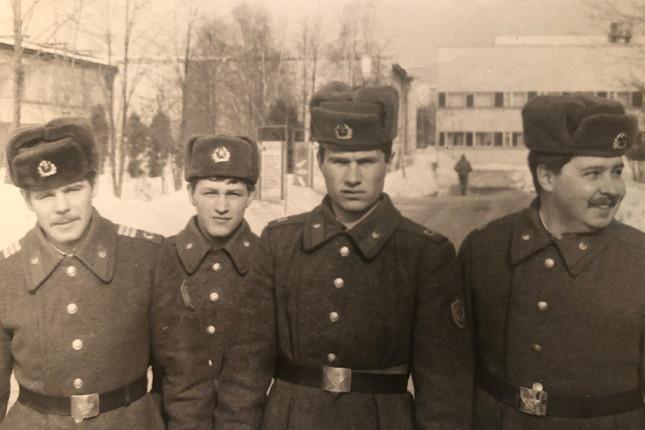 Армия. Татарчук — второй слева