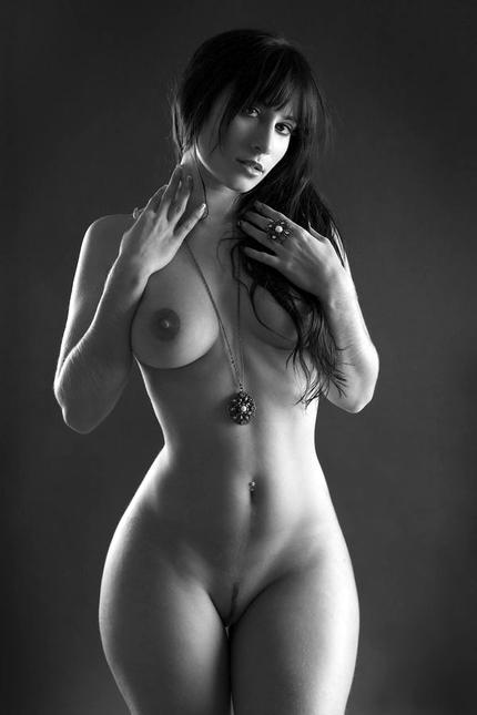 как если голые очень фигуристые особенно спину