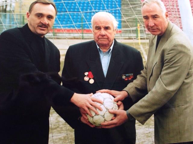 С братом Виктором (слева) и отцом.