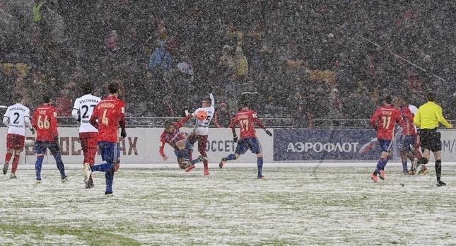 В последнем туре РФПЛ ЦСКА и Амкару пришлось играть в сложных условиях. Фото: РИА Новости