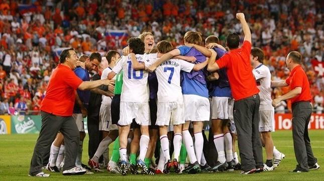 Сборная России празднует выход в полуфинал Евро-2008. Фото: УЕФА